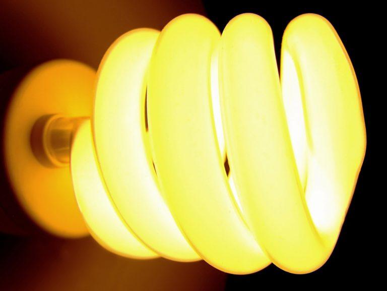 Lampy energooszczędne – czy rzeczywiście warto w nie zainwestować?